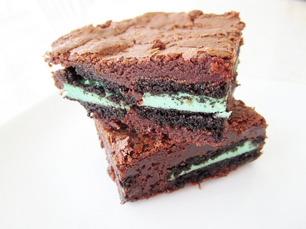 a stack of two brownies stuffed with mint Oreo cookies on a white plate