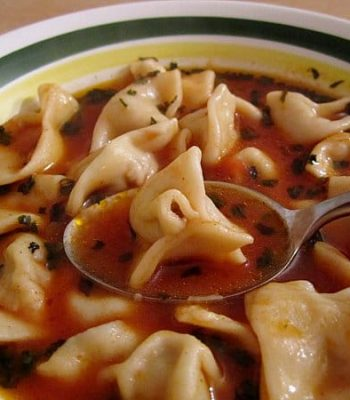 Sulu manti (Armenian/Turkish beef dumplings in tomato broth)