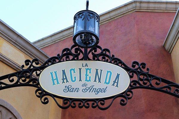 A sign that says La Hacienda de San Angel