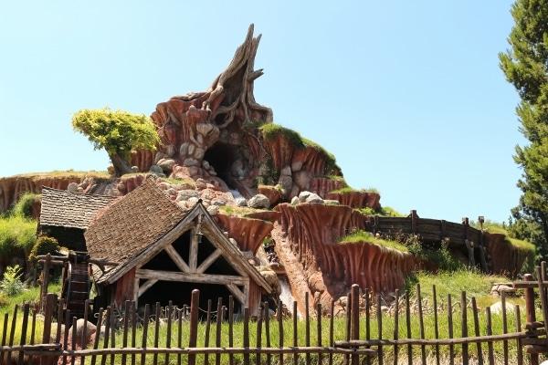 an exterior view of Splash Mountain at Disneyland park