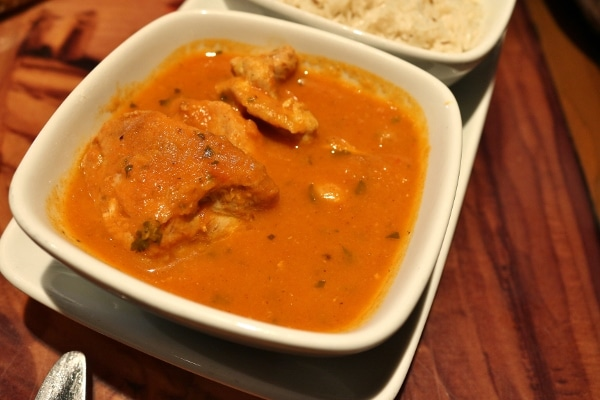 closeup of a bowl of chicken vindaloo curry