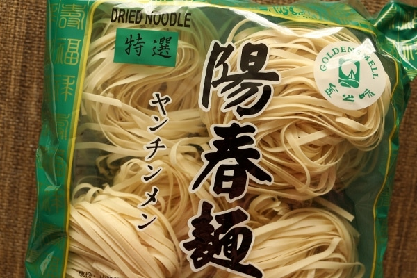 a package of dried wheat noodles with Asian writing on the wrapper