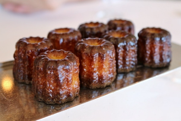 rows of cannelle pastries on a small platter