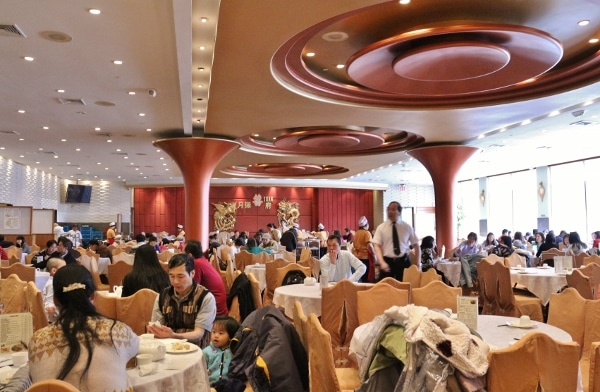 a crowded restaurant dining room