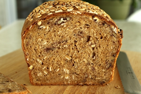 Whole wheat sandwich loaf with oats and pecans
