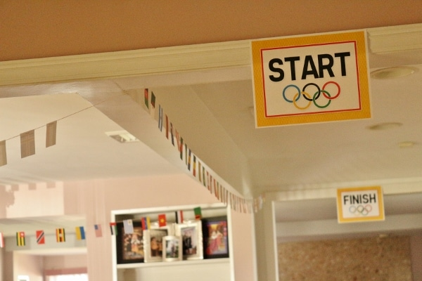 signs that say Start and Finish with the Olympic rings