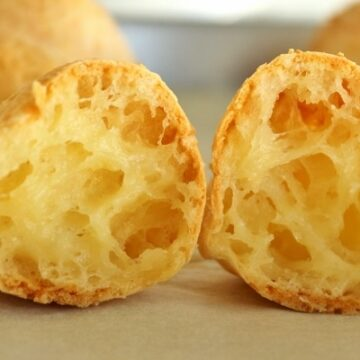 Brazilian pao de queijo (cheese bread)