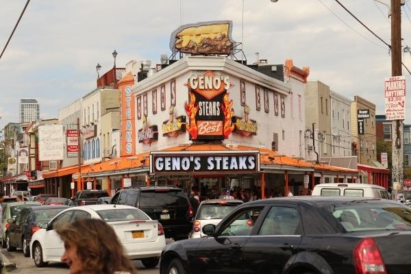 exterior of Geno\'s Steaks in Philadelphia