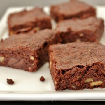 Brownie with walnuts and chocolate chips