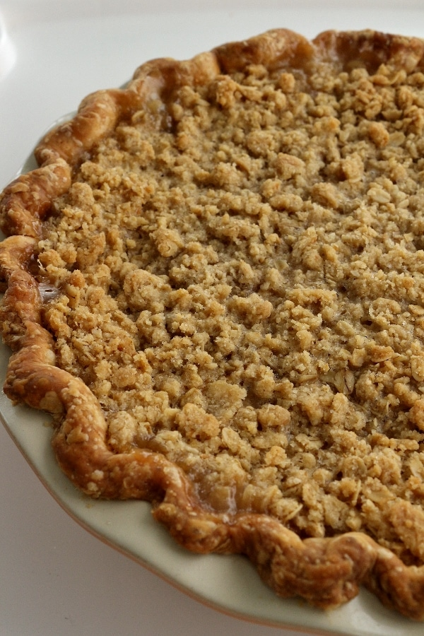 a pie with oatmeal crumb topping