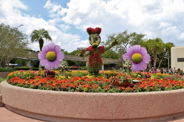 Daisy Duck and Chip and Dale topiary display