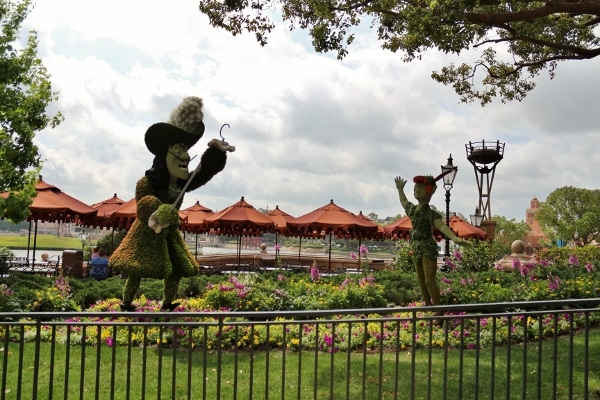 a topiary display of Captain Hook and Peter Pan