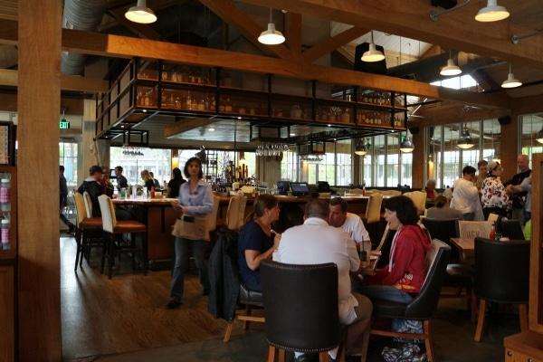 dining room interior of Homecomin\' restaurant