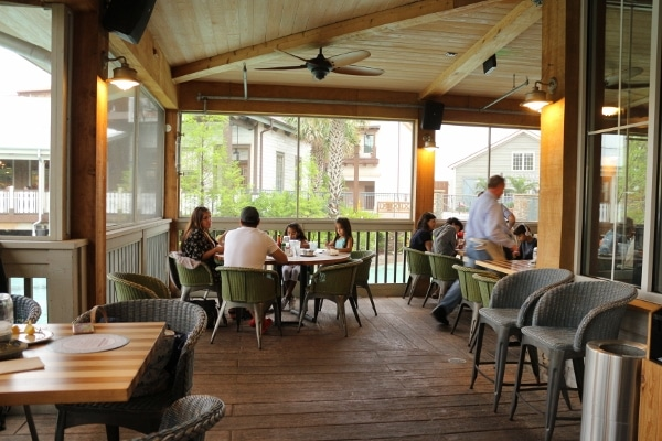 screened in patio dining area of Homecomin\' restaurant
