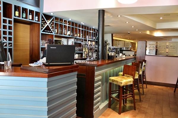 the bar area of a restaurant