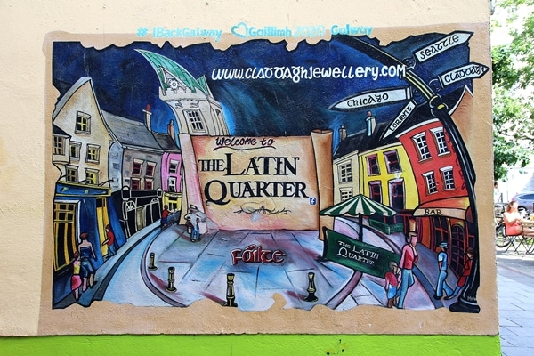 A painted wall that says The Latin Quarter