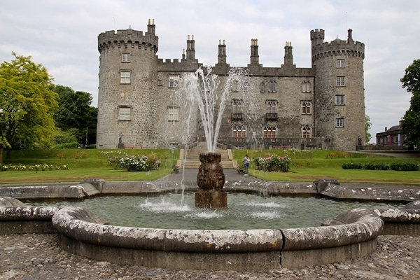 a fountain in front of Kilkenny Castle