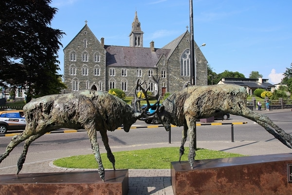 a statue of 2 deer butting their antlers