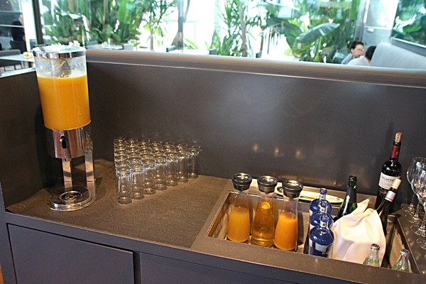 a juice bar at the breakfast buffet