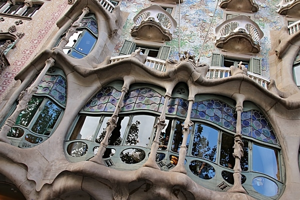 closeup of the ornate and curvy windows of Casa Batlló