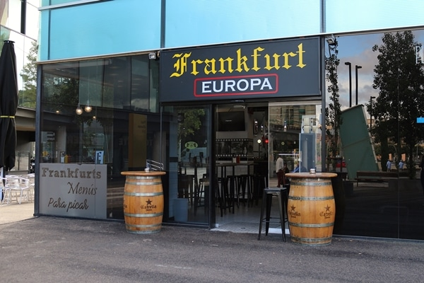 a sign that says Frankfurt Europa