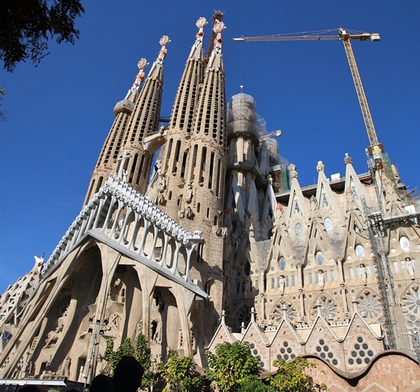 wide view of exterior of Sagrada Familia