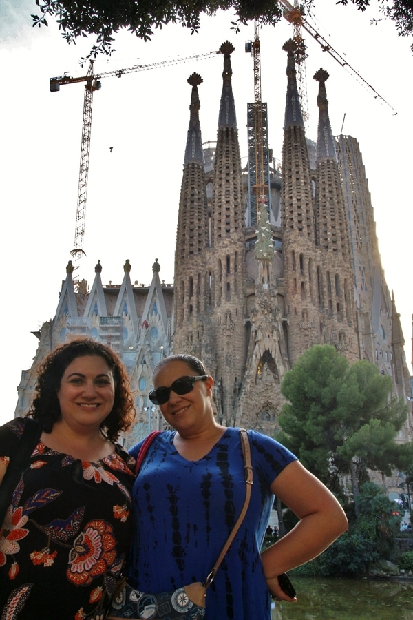 2 women posing in front of Sagrada Familia