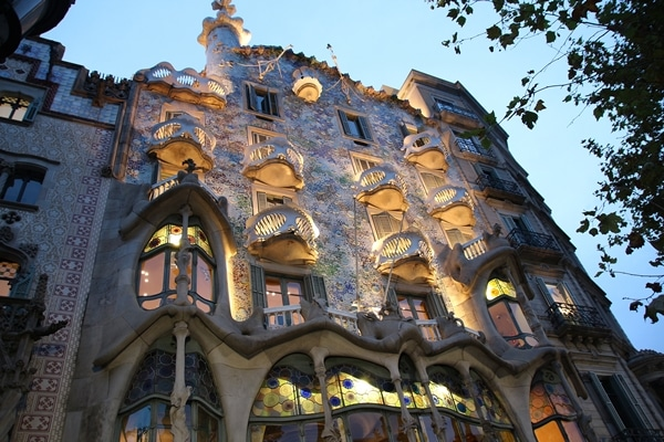 exterior of Casa Batlló at night