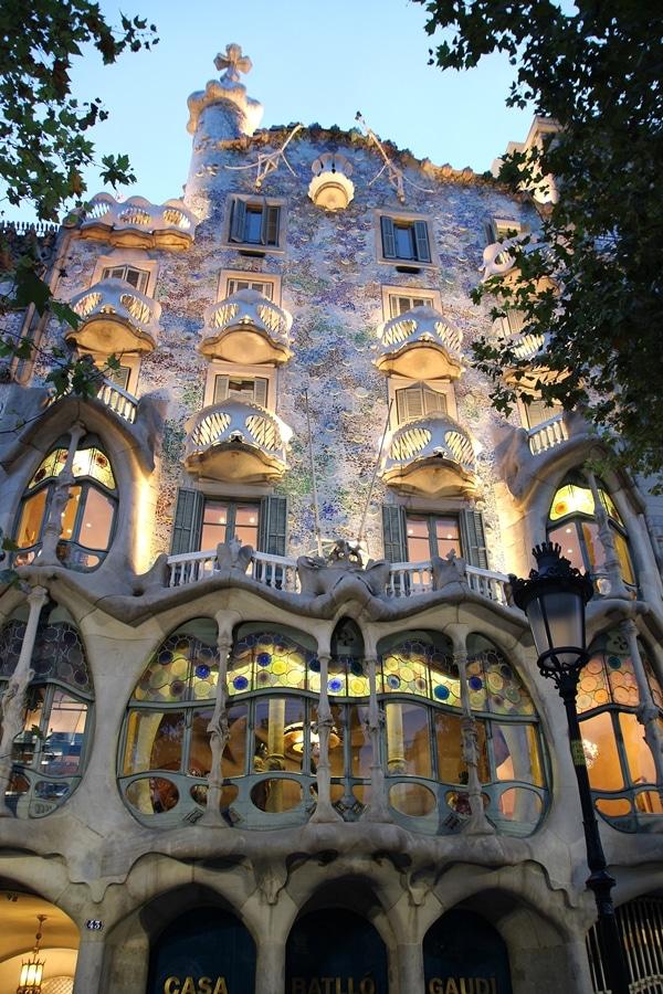 nighttime exterior of Casa Batlló