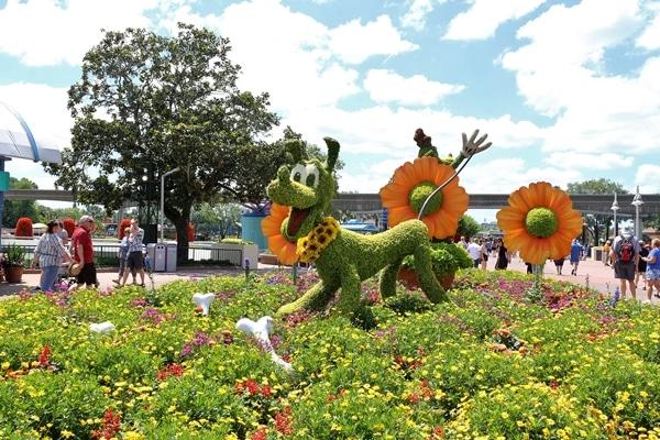 a topiary shaped like Pluto the dog