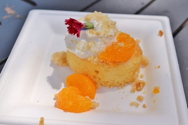 a piece of cake with oranges and cream
