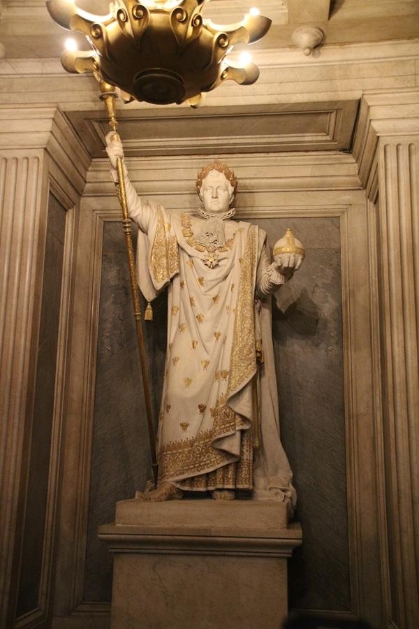 a statue of Napoleon