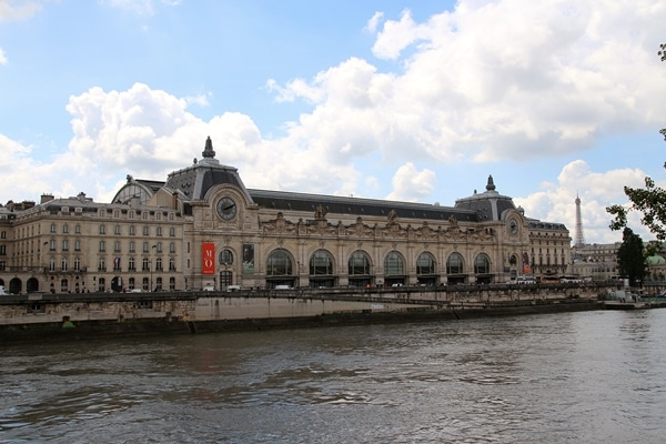 A view of Musée d\'Orsay from across the river
