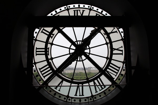 A large clock inside of Musée d\'Orsay
