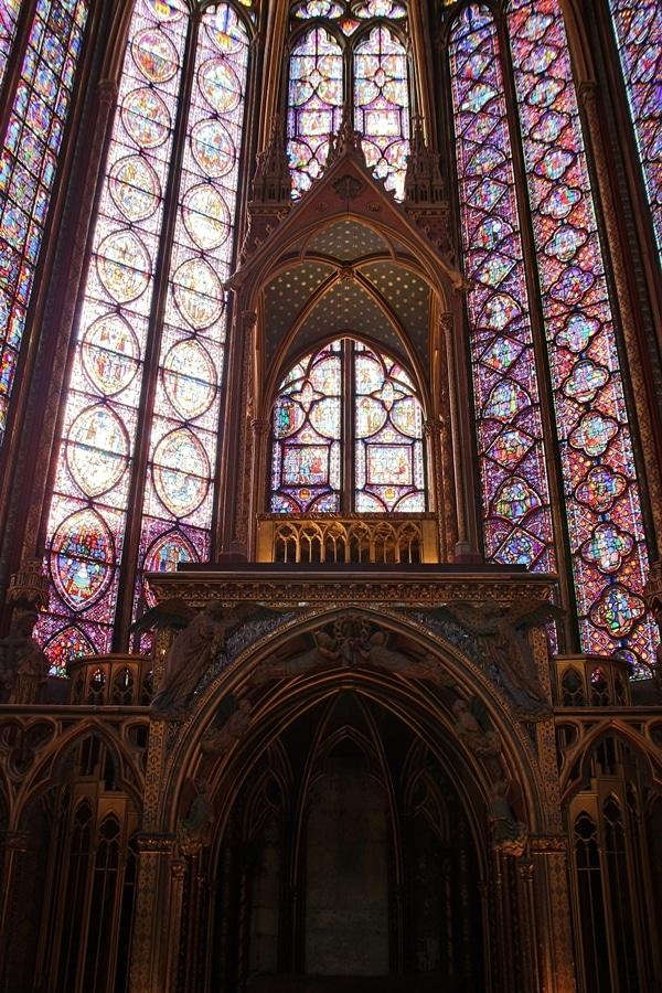 the altar of Sainte-Chapelle church