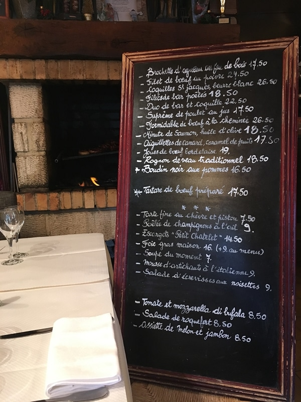 a chalkboard menu written in French