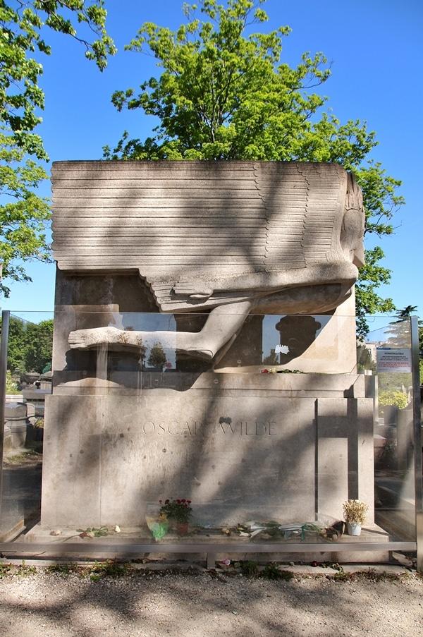 Oscar Wilde\'s grave