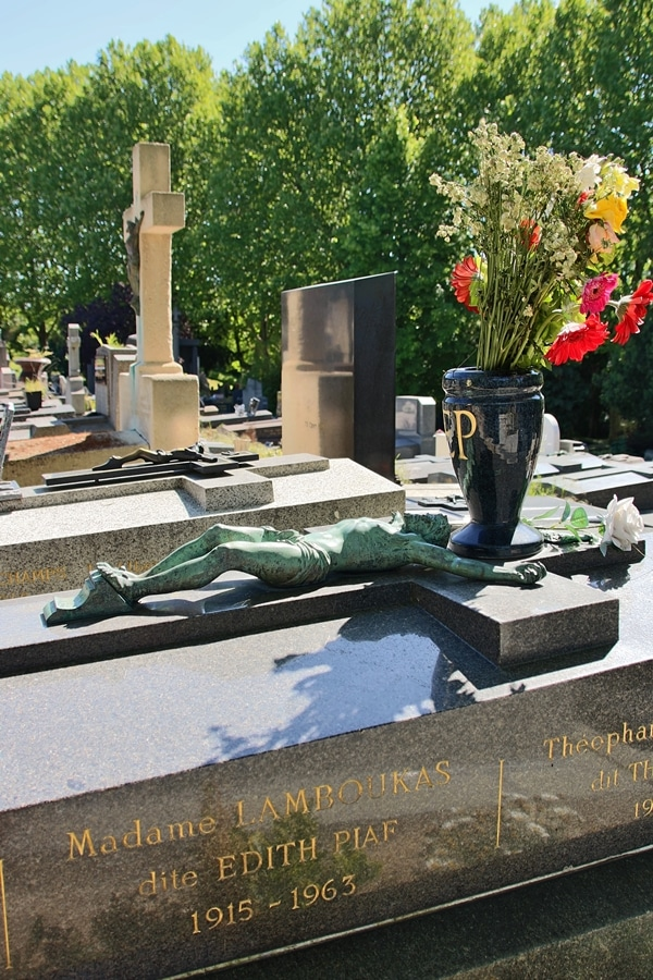 Edith Piaf\'s grave
