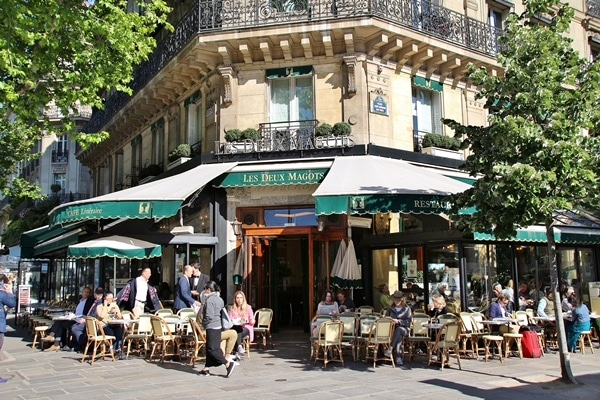 exterior of a Parisian restaurant with green awning