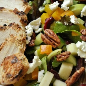 Salad with chicken, beets, goat cheese, pecans