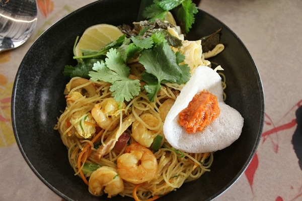 a bowl of noodles with shrimp and vegetables