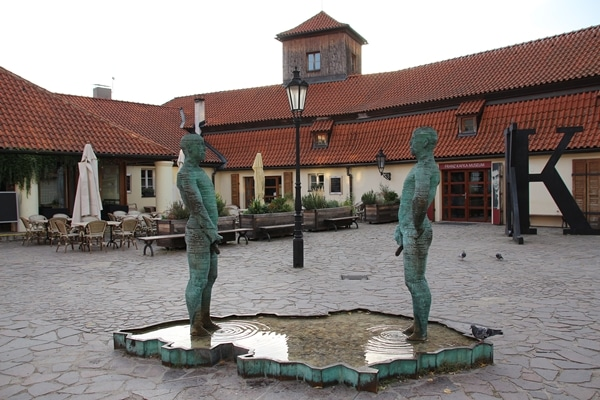 statues of 2 men peeing into a fountain