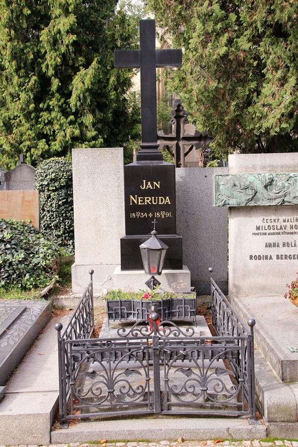 Jan Neruda\'s grave in Prague
