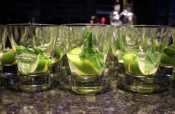 glasses of partially made mojitos