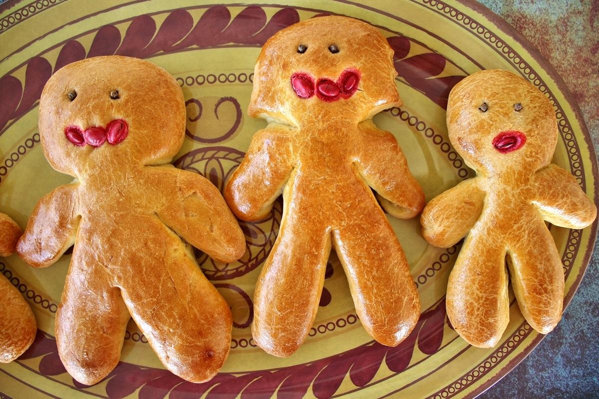 Armenian sweet bread (chorek) shaped like people